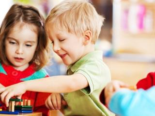 Kodėl būtina mokyti autistišką vaiką žaisti?