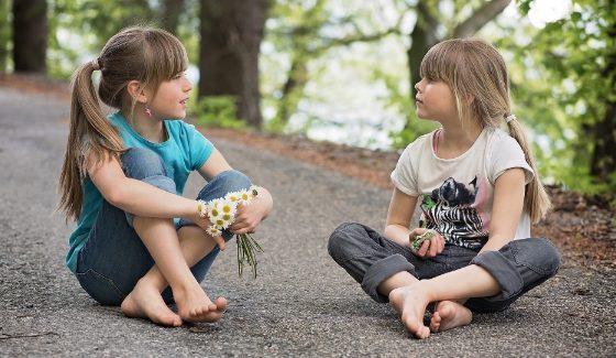 Mokome autistišką vaiką palaikyti pokalbį