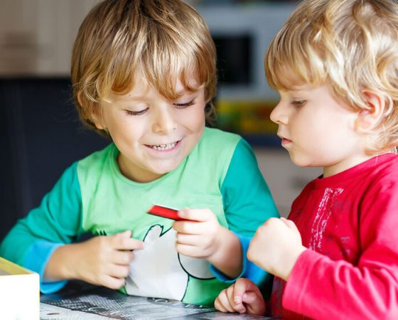 12 žaidimų, padėsiančių jūsų autistiškam vaikui užmegzti socialinius santykius