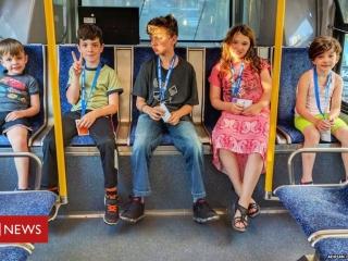Mokome autistiškus žmones savarankiškai naudotis viešuoju transportu